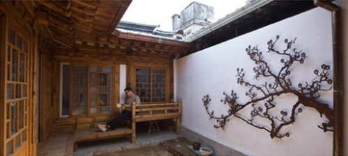 Professor Fouser Chooses to Live in a Traditional Korean House