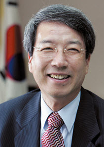Former Prime Minister CHUNG Un-Chan to Become Member of SNU Board of Directors